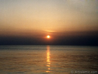 View of sunset at Guzelce shore in Istanbul city of Turkey. (The picture was taken by Artislamic.com in 1994.)