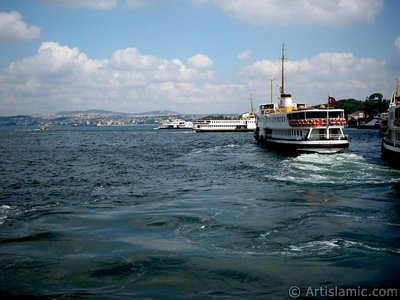 View of Eminonu shore and the ships from the sea in Istanbul city of Turkey. (The picture was taken by Artislamic.com in 2004.)