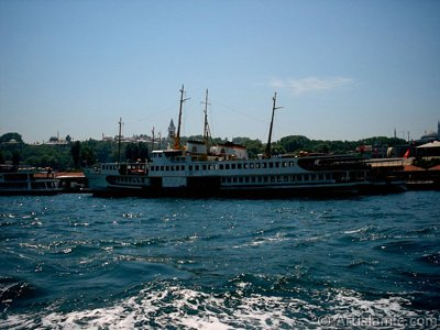 View of Eminonu coast, ships and Topkapi Palace from the sea in Istanbul city of Turkey. (The picture was taken by Artislamic.com in 2004.)
