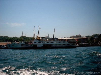 View of Eminonu coast, ships and Ayasofya Mosque (Hagia Sophia) from the sea in Istanbul city of Turkey. (The picture was taken by Artislamic.com in 2004.)