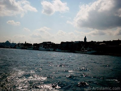View of Karakoy coast from the Bosphorus in Istanbul city of Turkey. (The picture was taken by Artislamic.com in 2004.)