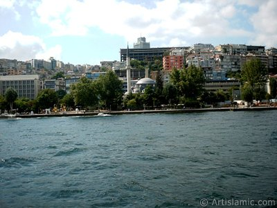 View of Findikli-Kabatas coast and Findikli Mosque from the Bosphorus in Istanbul city of Turkey. (The picture was taken by Artislamic.com in 2004.)
