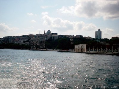 View of Dolmabahce Palace and Valide Sultan Mosque from the Bosphorus in Istanbul city of Turkey. (The picture was taken by Artislamic.com in 2004.)