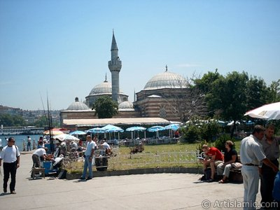 View of the shore and Semsi Pasha Mosque made by Architect Sinan in Uskudar district of Istanbul city of Turkey. (The picture was taken by Artislamic.com in 2004.)