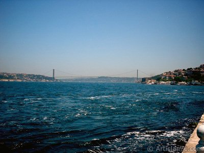 View of Bosphorus and Bosphorus Bridge from Uskudar shore of Istanbul city of Turkey. (The picture was taken by Artislamic.com in 2004.)
