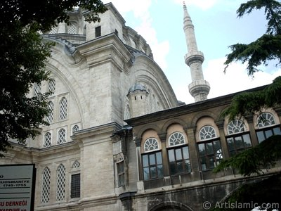 Nuruosmaniye Mosque in Beyazit district in Istanbul city of Turkey. (The picture was taken by Artislamic.com in 2004.)