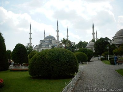 Sultan Ahmet Mosque (Blue Mosque) located in the district of Sultan Ahmet in Istanbul city of Turkey. (The picture was taken by Artislamic.com in 2004.)