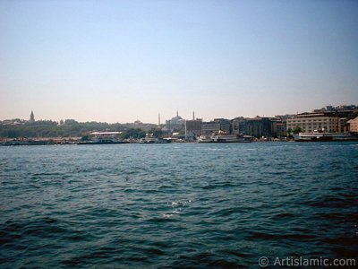 View of Eminonu coast, Ayasofya Mosque (Hagia Sophia) and Topkapi Palace from the shore of Karakoy in Istanbul city of Turkey. (The picture was taken by Artislamic.com in 2004.)