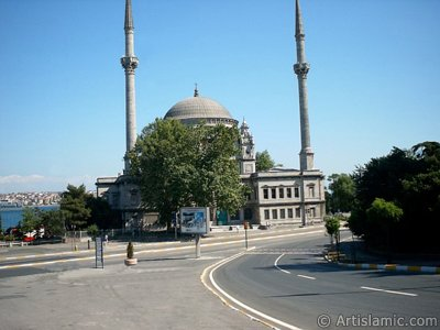 View of Dolmabahce coast and Valide Sultan Mosque in Dolmabahce district in Istanbul city of Turkey. (The picture was taken by Artislamic.com in 2004.)