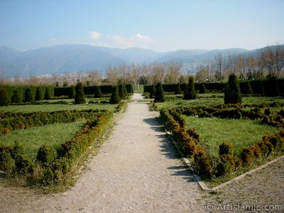 View of Botanical Park in Bursa city of Turkey. (The picture was taken by Artislamic.com in 2004.)