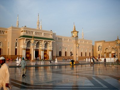 View of the outside court of the Prophet Muhammad`s (saaw) Mosque (Masjed an-Nabawe) in Madina city of Saudi Arabia. (The picture was taken by Mr. Mustafa one of the visitors of Artislamic.com in 2003 Ramadan.)