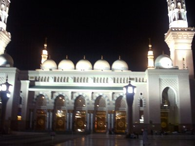 A nighttime view from the outside court of the Prophet Muhammad`s (saaw) Mosque (Masjed an-Nabawe) in Madina city of Saudi Arabia. (The picture was taken by Mr. Mustafa one of the visitors of Artislamic.com in 2003 Ramadan.)