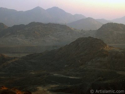 A picture of surrounding mounts taken while climbing the Mount Savr in Mecca city of Saudi Arabia. The Prophet Muhammed (saaw) and his friend Abu Bakr (ra) had got shut of the Meccan enemies tracking them by hidding three days in a cave in this mount with the great help of Allah (swt). (The picture was taken by Mr. Mustafa one of the visitors of Artislamic.com in 2003 Ramadan.)