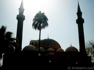 The historical Hamidiye Mosque made by Ottoman in Madina city of Saudi Arabia. (The picture was taken by Mr. Mustafa one of the visitors of Artislamic.com in 2003 Ramadan.)