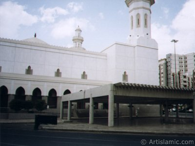 A picture of mosque nearby historical Ottoman barracks in Mecca city of Saudi Arabia. (The picture was taken by Mr. Mustafa one of the visitors of Artislamic.com in 2003 Hajj season.)